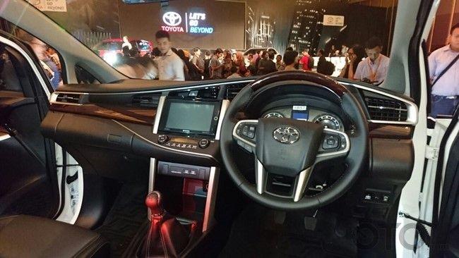 Toyota Venturer Interior